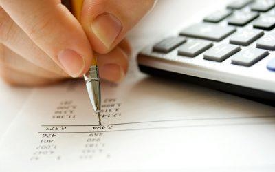 Por que um franqueado paga taxas mensais ao franqueador?
